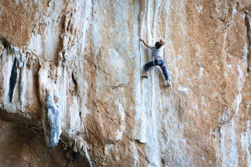 Escalade en Falaise avec Arké dans les Pyrénées